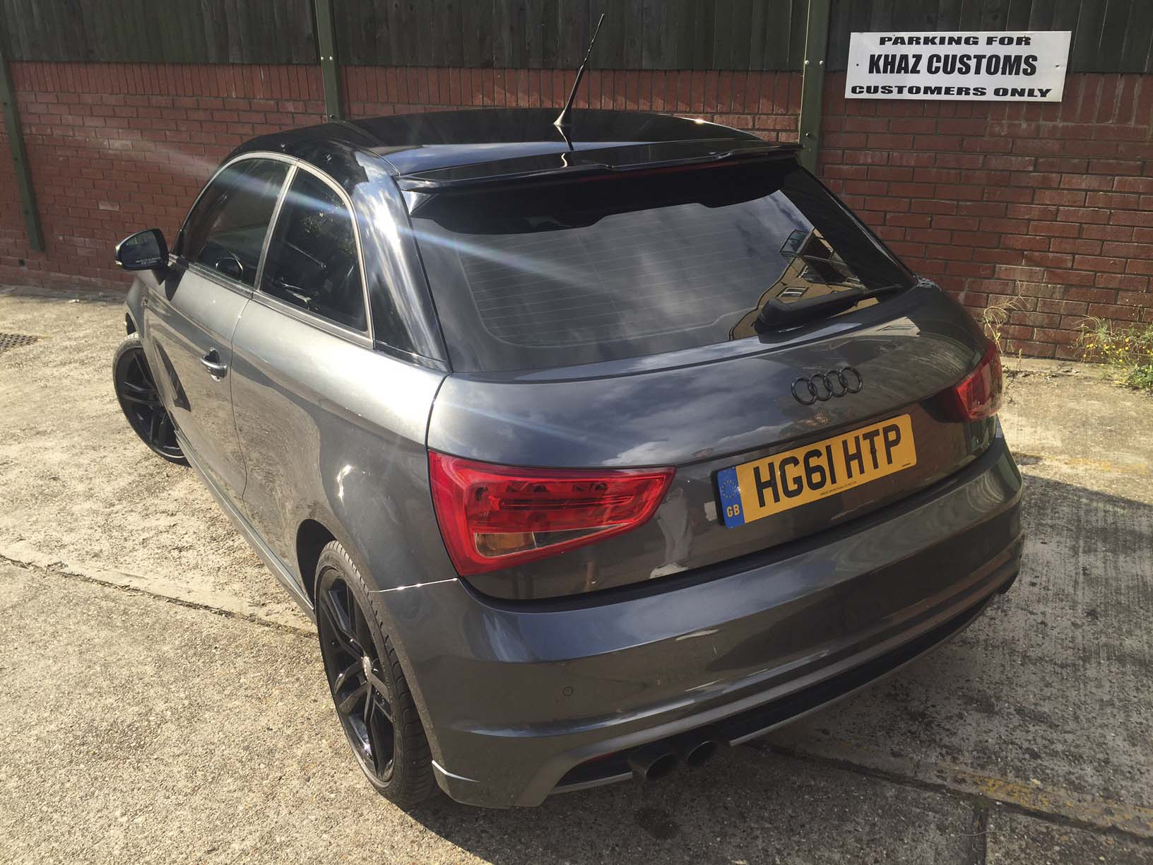Audi A1 Roof wrapped Black